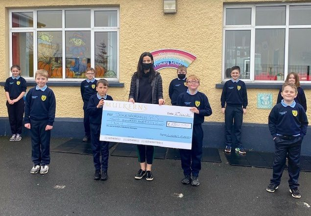 P7 Pupils from Jonesborough PS receive Cash Prize of £250 from Kelly McKeown, Mulkerns SPAR / Eurospar