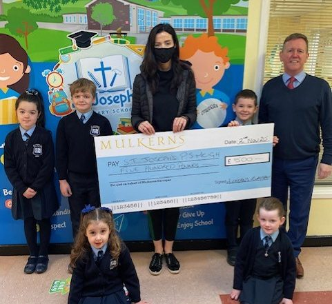Meigh PS receive 2nd Prize of £500 from Kelly McKeown, Mulkerns SPAR / Eurospar